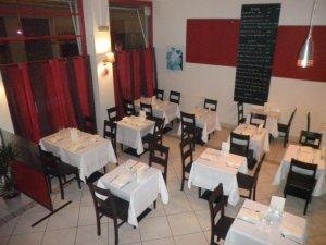 La déco de la salle de restaurant du Ludovic B. est sobre et moderne.