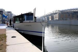 Le bateau qui relie l'hôtel de ville à Confluence donne un petit côté vénitien à l'ensemble...