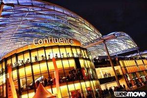 Le centre commercial est illuminé le soir. C'est beaaaau !
