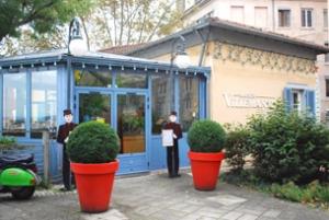 La Maison Villemanzy se trouve sur les pentes de la Croix-Rousse, montée Saint-Sébastien.