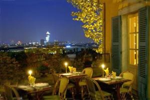 Manger sur le toit de Lyon, la classe !