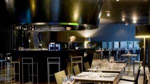 Le cadre du restaurant est design, branché et romantique.